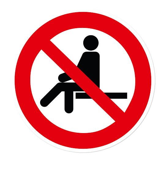 Verbotszeichen Sitzen verboten nach DIN EN ISO 7010 - P 018