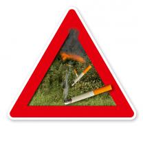 Hinweisschild Achtung Waldbrandgefahr durch Zigaretten