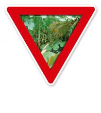 Verkehrsschild Vorsicht, Feuchtbiotop – Naturschutz (rot)