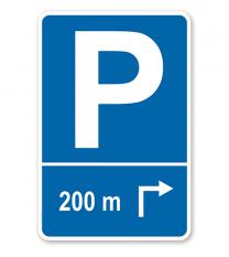 Parkplatzschild mit Pfeil rechts abknickend und individueller Entfernungsangabe – P