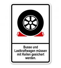 Parkplatzschild Busse und LKW müssen mit Keilen gesichert werden – P