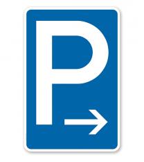 Parkplatzschild mit Pfeil rechtsweisend – P