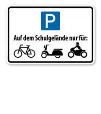 Hinweisschild Parkplätze auf dem Schulgelände nur für Mofas, Roller und Motorräder – P